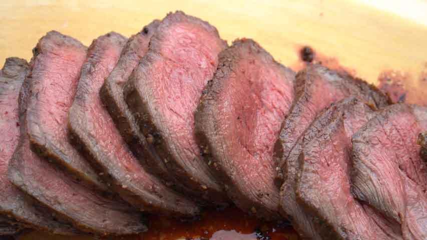 ボリューム抜群の、 牛肩ロース塊肉