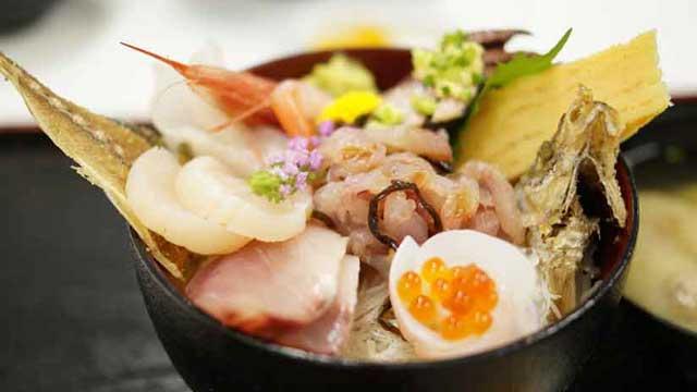 魚市場食堂さんの小田原丼
